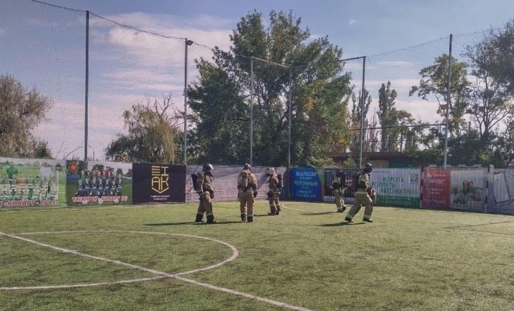 Футбол в скафандрах: в Таганроге газодымзащитники сыграли матч в экипировке